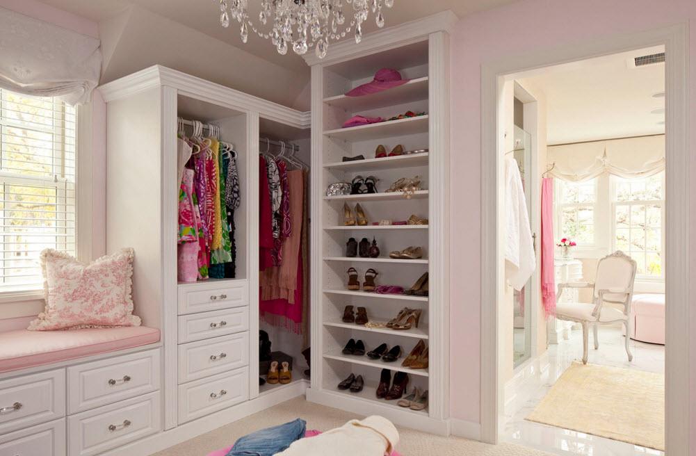 Шкаф с белоснежным корпусом