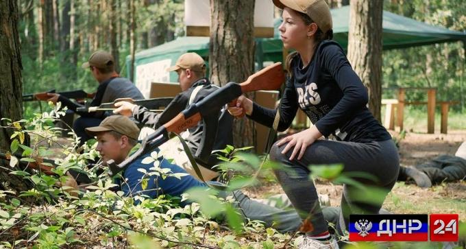Детей в украинских лагерях тренируют убивать жителей ДНР и ЛНР