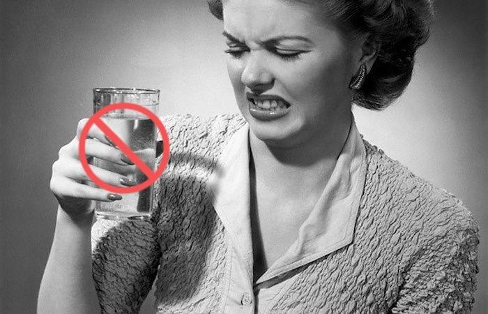 В каких случаях пить воду вредно