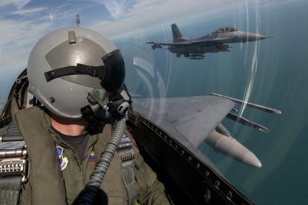 """СМИ заявили, что российские """"Красухи"""" косят американские самолёты над Сирией"""