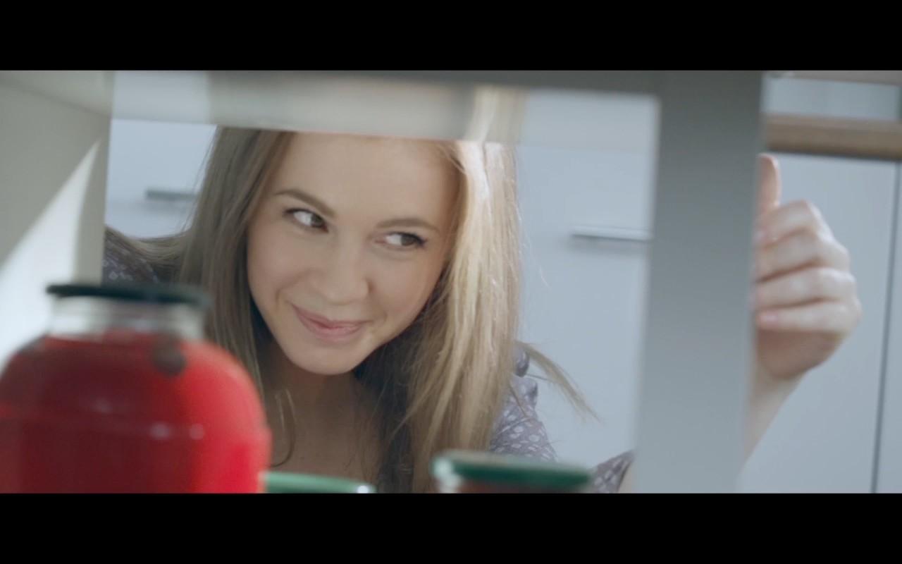 Это не голливудская комедия - это новый рекламный ролик Лады Весты!