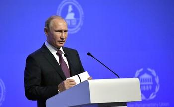 Путин продлил действие указа о снижении зарплат госслужащим