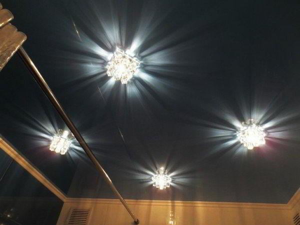 потолочные светильники для ванной комнаты фото