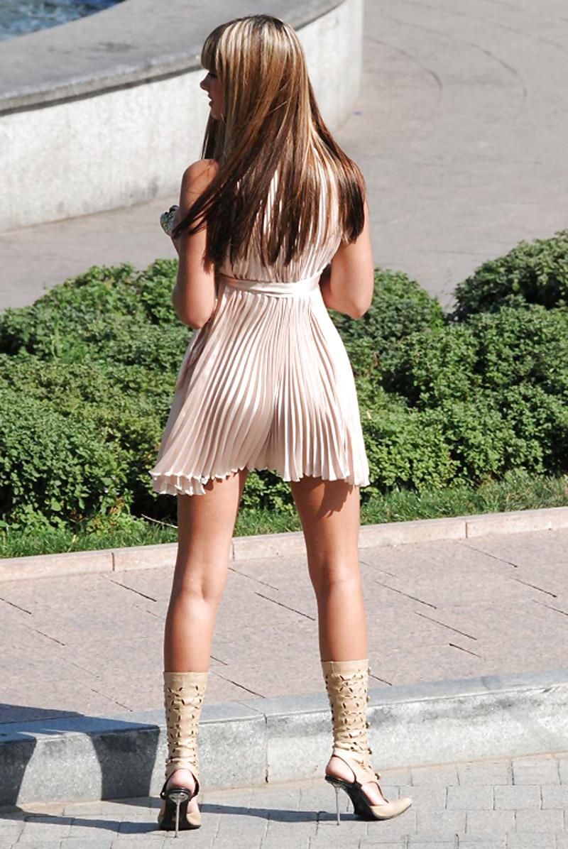 в коротких платьях нагнулась фото смотреть фото 6