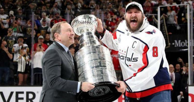 Российские хоккеисты выиграли Кубок Стэнли, Александр Овечкин признан самым ценным игроком НХЛ
