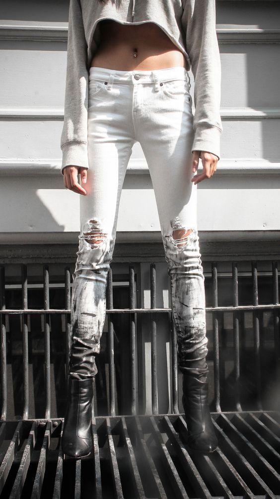 Будь в тренде: стильные варианты самых модных джинсов весна-лето 2017