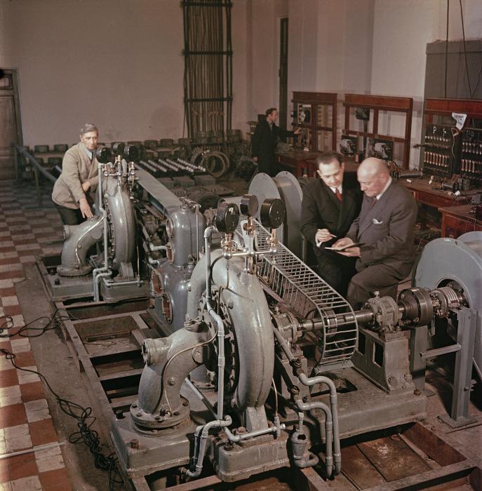 Академики и профессора, работающие в московском Энергетическом институте. Москва, 1950-е годы. Фото: Semyon Osipovich Friedland.