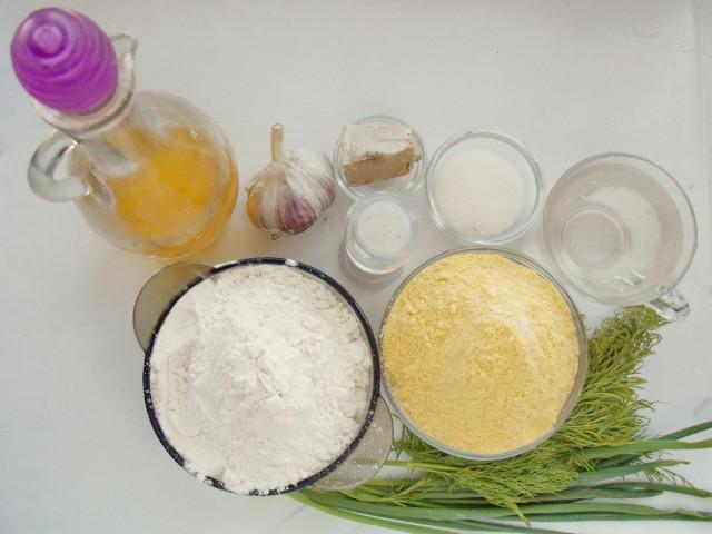 Ингредиенты для приготовления спирального хлеба с пряными травами и чесноком