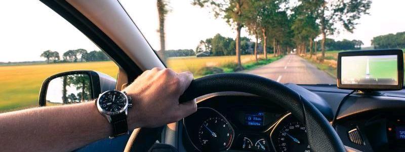Как общаются водители: словарь жестов автомобилиста