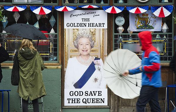 Эксперты: британская монархия не является легитимной и не несёт никаких функций
