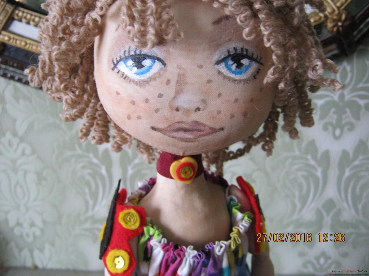 Этот мастер-класс с выкройкой расскажет как сшить своими руками текстильную интерьерную куклу.. Фото №12