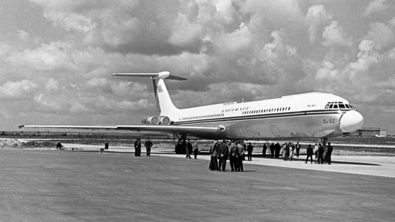 Как США издавались над нашими экипажами: стюардессы и пилоты лично руками выгружали багаж