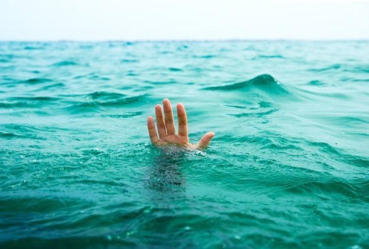 Муж оттолкнул жену, чтобы залезть в спасательную шлюпку. Причина его поступка…