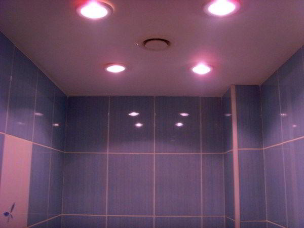 потолочные светильники для ванной комнаты фото 7