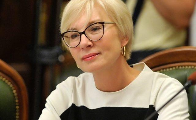 Денисова жалуется: в России от неё шарахаются как от прокаженной