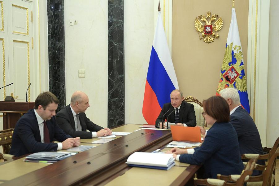 Путин забеспокоился о зарплатах россиян. «Сделать более ощутимым рост…». Заживем?