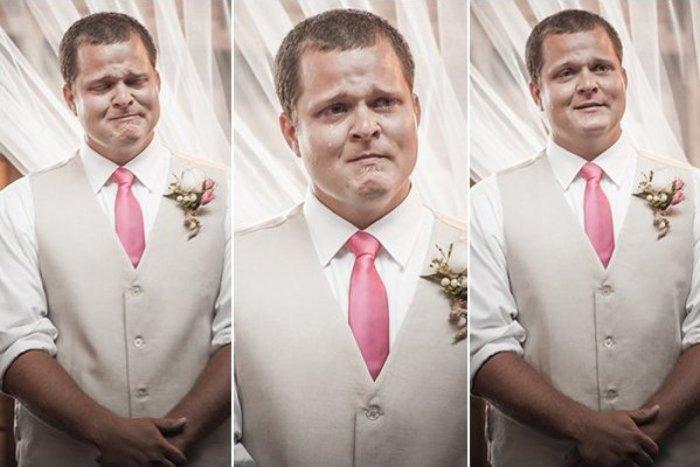 Свадебный фотограф сделал ролик, в котором запечатлел эмоции женихов на бракосочетании