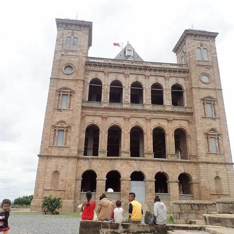 За исключением королевского дворца Рува. Вот и он, кстати Антананариву, африка, беднейшие страны, города Мадагаскара, мадагаскар, путешествие, столица Мадагаскара, столицы