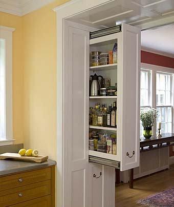 необычная встроенная мебель для кухни