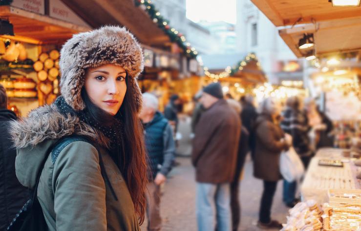 С чем носить женскую куртку с мехом зимой?