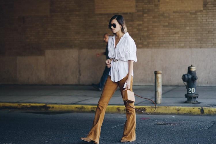 Замшевые брюки: какие фасоны бывают и с чем их носить