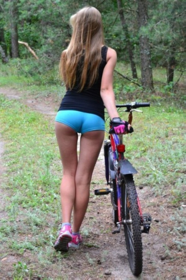 Девочка в шортах фотосет фото 380-661