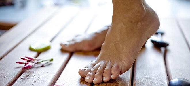 Как избавиться от бородавок на ступнях: Старое знахарское средство