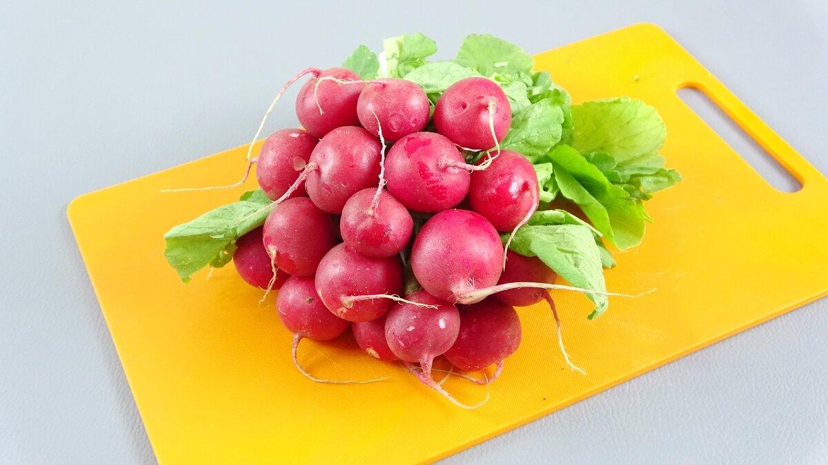 Весенний салат с редисом. Всегда добавляю горчицу, для пикантности