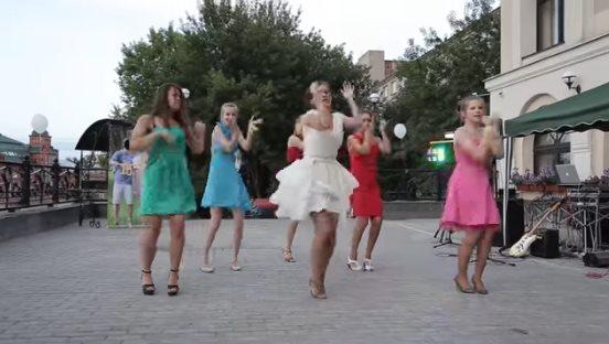 Невеста на свадьбе показала такое шоу, что даже жених удивился!