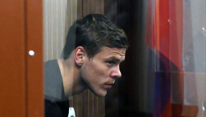 «Прошу выпустить к семье, жене и родителям » Александр Кокорин расплакался, выступая в суде в свою защиту