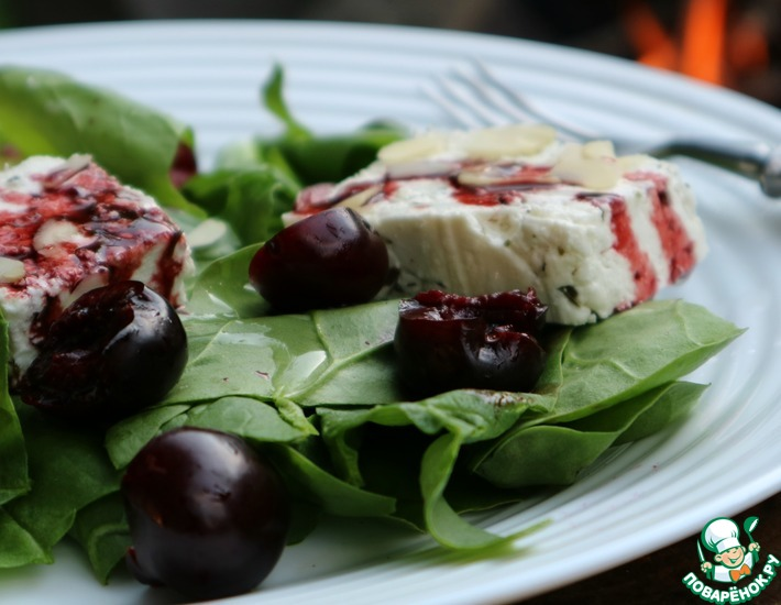 Рецепт: Салат со шпинатом, сыром и черешней