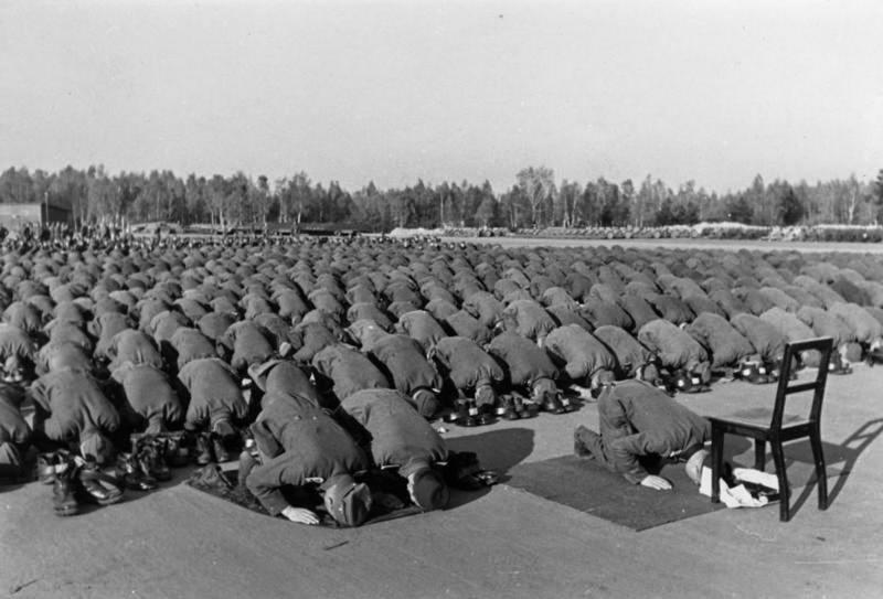 Советский разведчик смеется перед расстрелом — и другие поразительные фото Второй мировой (10 фото)