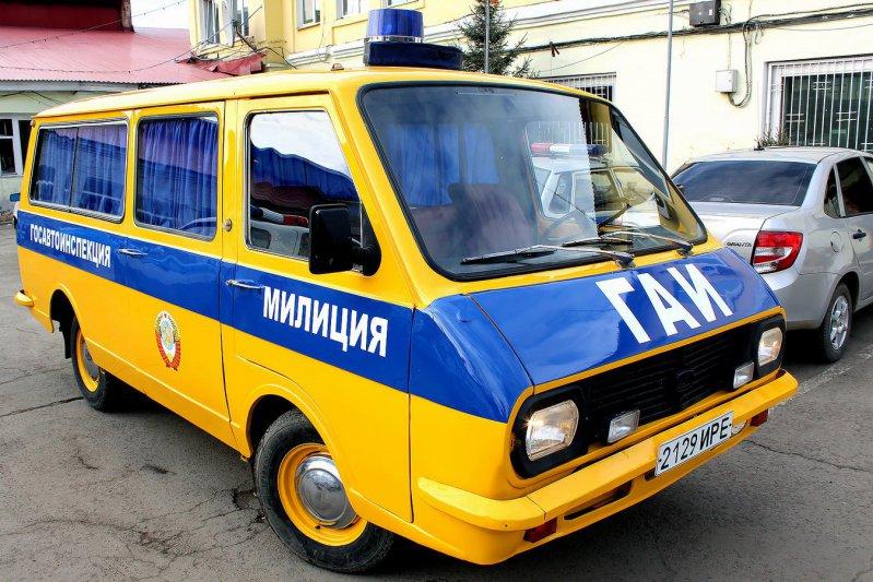 В Иркутске полицейские отреставрировали милицейский РАФ