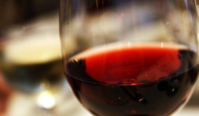 10 видов работы, где можно и нужно употреблять алкоголь