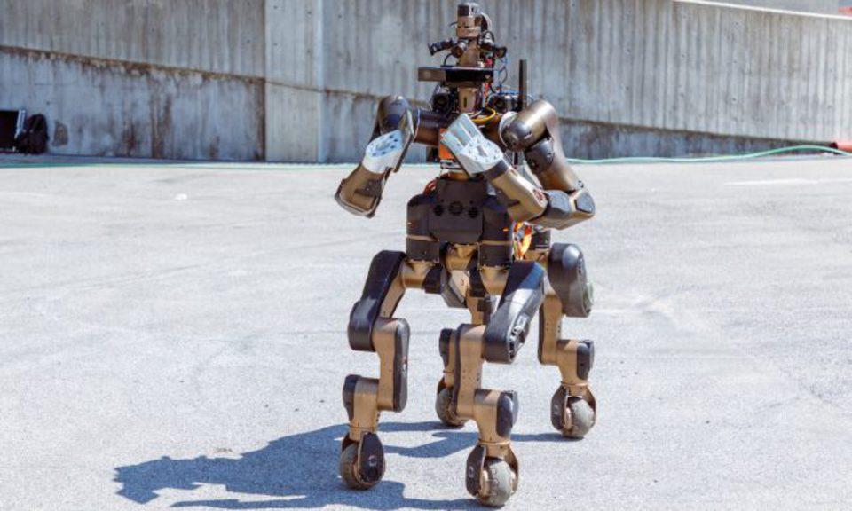Инженеры представили робота-…