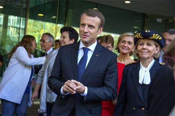 Макрон отменит действие чрезвычайного положения во Франции