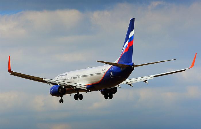 Пьяный дебошир заигрался в террориста: что известно о ситуации с рейсом Сургут-Москва