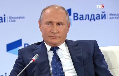 Путин связал трагедию в Керчи с нападениями на школы в США