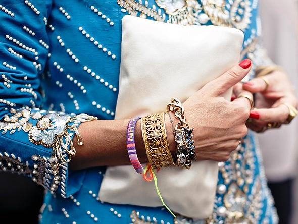 Как с помощью аксессуаров можно сделать свой гардероб особенным и неповторимым. — советы стилистов