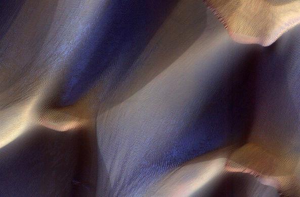 Опубликованы фото зимних узоров на Марсе