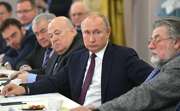 Путин заявил о сохранении культуры вне политики