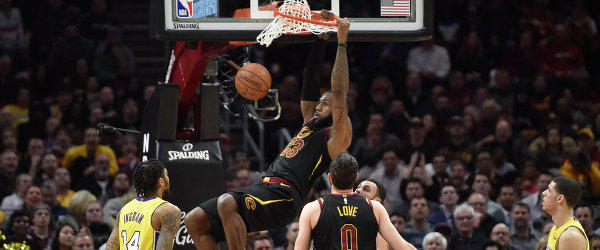 """Трипл-дабл Леброна Джеймса помог """"Кливленду"""" победить """"Лейкерс"""" в матче НБА"""