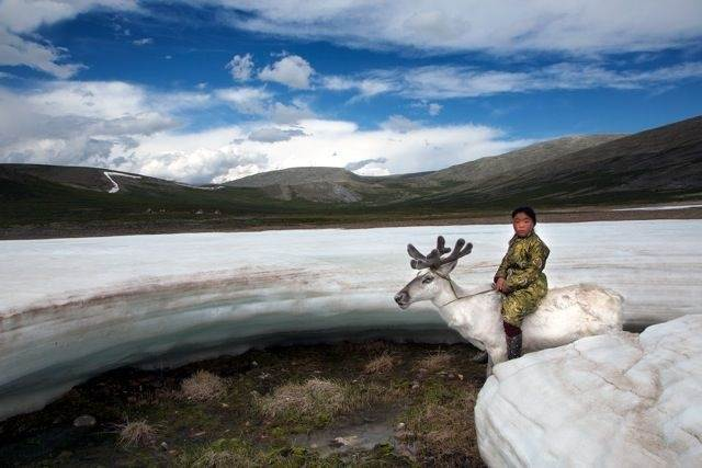 Фотограф посетил затерянное монгольское племя. Его поразила жизнь и культура этих людей