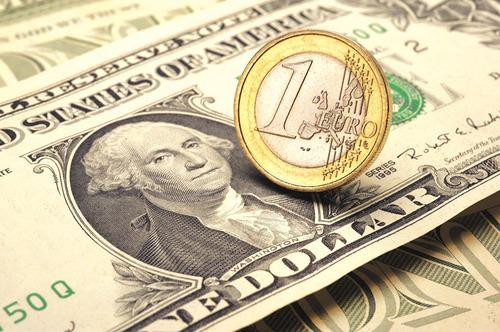 Европа хочет заменить доллар на евро, но пока боится