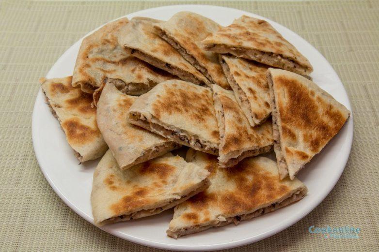 """Грузинские лепешки с фасолью """"Лобиани"""""""