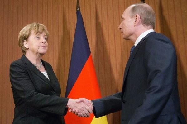 """Меркель начала лоббировать """"Северный поток - 2"""""""