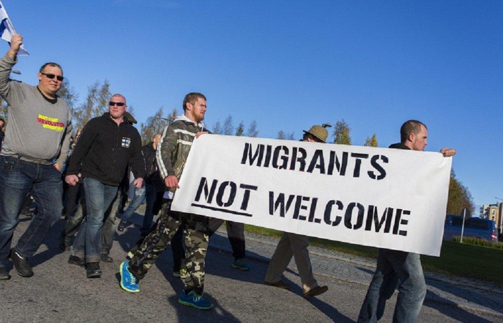 «Закрыть границы!»: Финны требуют не принимать беженцев и выйти из ЕС