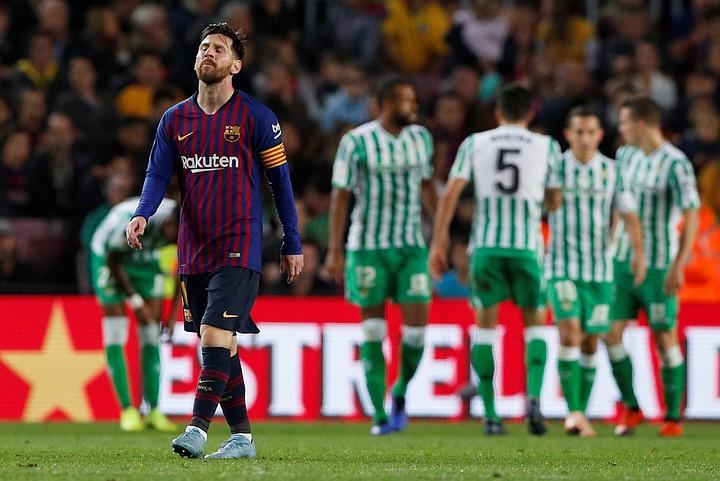 """""""Барселона"""" проиграла в первой игре после возвращения Месси 3:4 """"Бетису"""""""