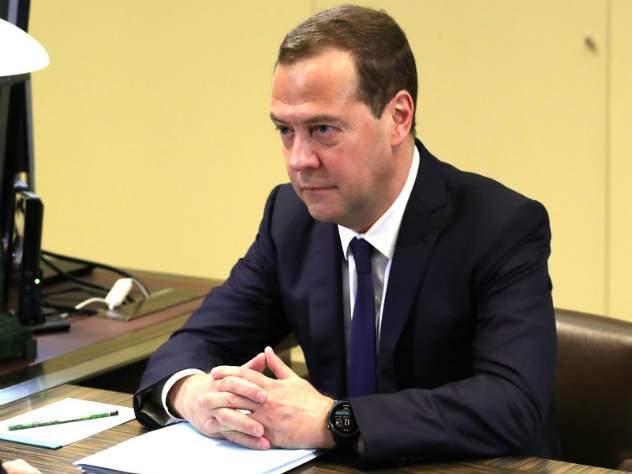 Медведев: Россия не станет просить отмены санкций