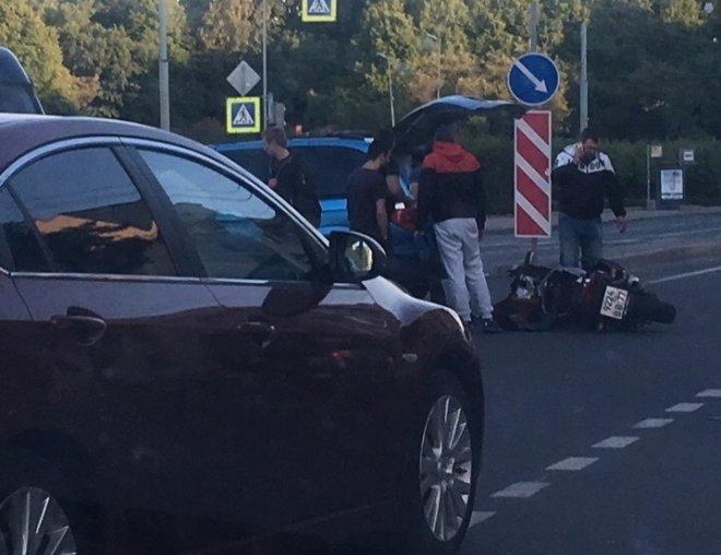 В Красноярске произошло серьезное ДТП с участием мотоциклиста